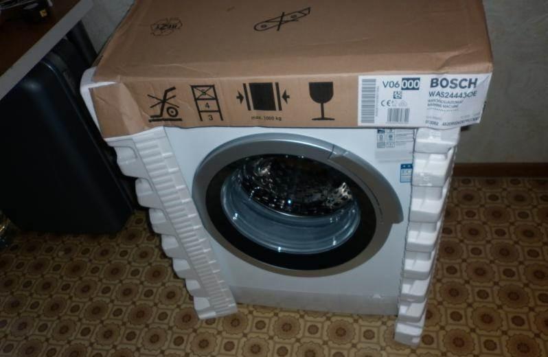 даже стиральная машина из упаковки внутри может быть с водой