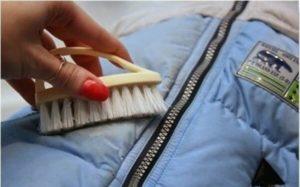 для чистки используйте только щетки с мягкой щетиной