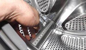 крутните барабан стиральной машины рукой