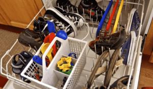 Как мыть кроссовки в посудомоечной машине