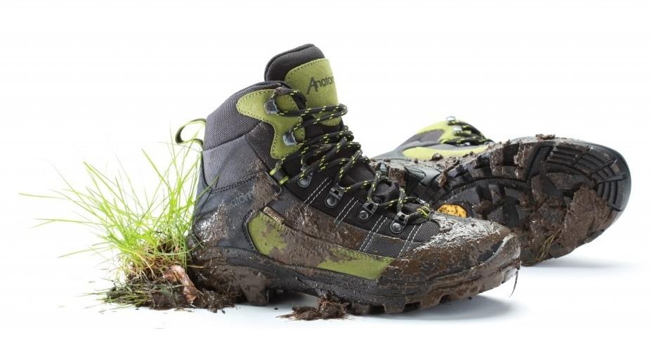 перед стиркой очистите кроссовки от кусков грязи