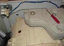 Снятие противовеса в стиральной машине