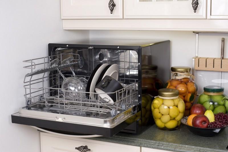 настольной посудомойке не трудно найти место