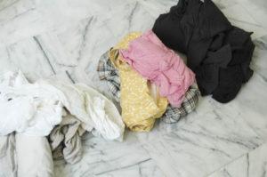 перед стиркой разложите белье на кучки