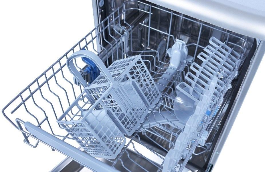 осматриваем корзины посудомоечной машины