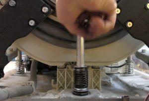 Как поменять амортизаторы на стиральной машине LG?
