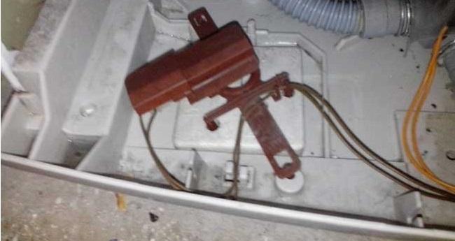 поплавковый датчик в поддоне машинки