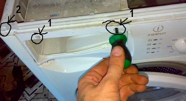 откручиваем винты на передней панели