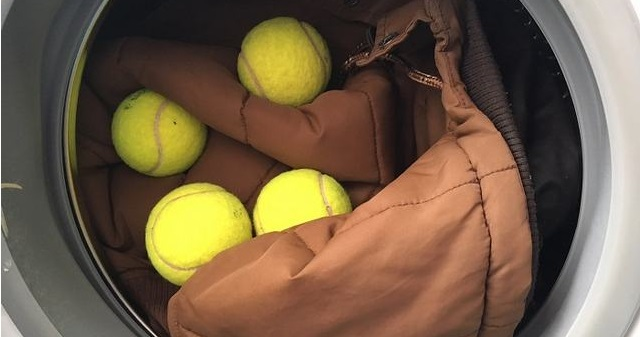 положите в барабан несколько теннисных мячей