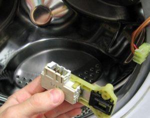 Как поменять замок на стиральной машине Индезит?
