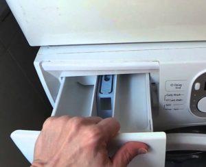 Течет вода из отсека для порошка в стиральной машине Samsung