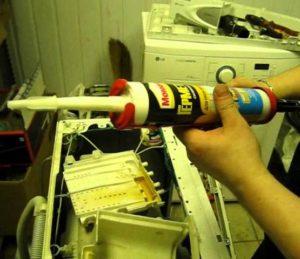 Чем заклеить бак стиральной машины Индезит?