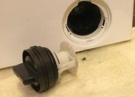 Как почистить фильтр сливного насоса у стиральной машины Electrolux?