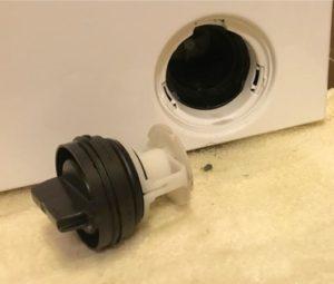 Как почистить фильтр сливного насоса у стиральной машины Electrolux