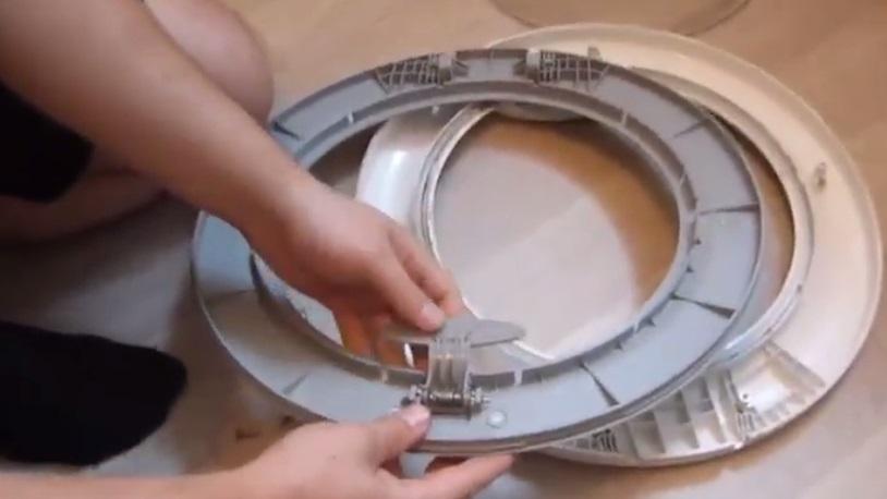 ремонтируем механизм дверцы люка