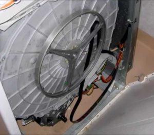Почему слетает ремень на стиральной машине Ariston?