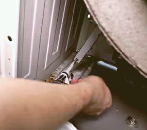 Замена амортизаторов на стиральной машине Ariston