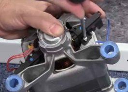 Как заменить щетки на стиральной машине Ariston?