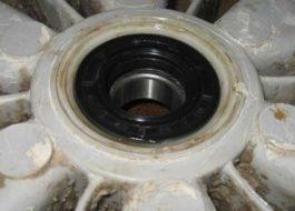 Как поменять сальник стиральной машины Бош?