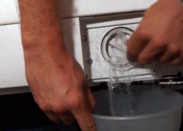 Как слить воду из стиральной машины Ariston?