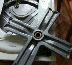 Как снять подшипник с барабана стиральной машины Ariston