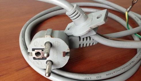 поврежден сетевой шнур стиральной машины