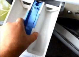 Как вытащить лоток для порошка у стиральной машины Беко?
