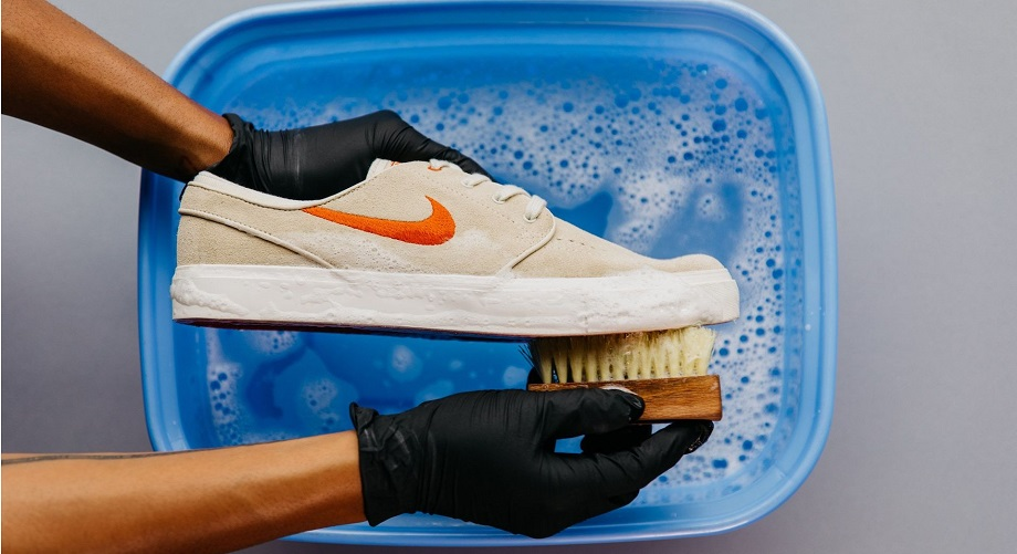 влажная чистка кроссовок