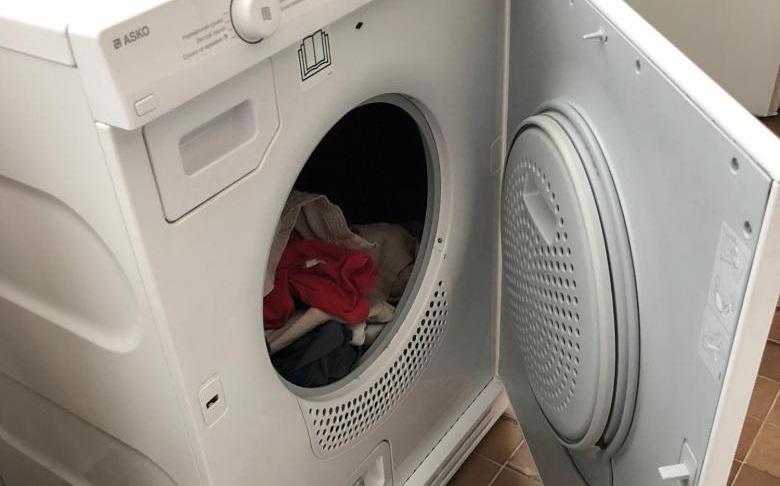 загрузите вещи в сушильную машину