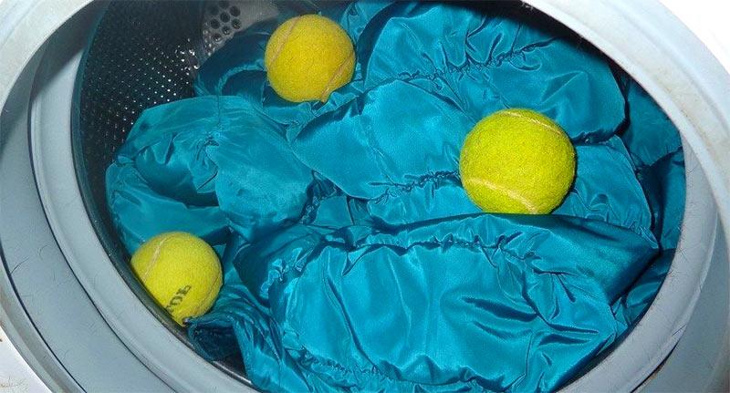при стирке стоит положить теннисные мячики