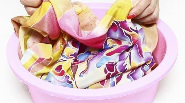 стираем платье из шелка