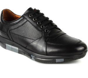 Как постирать кожаные кроссовки в стиральной машине?