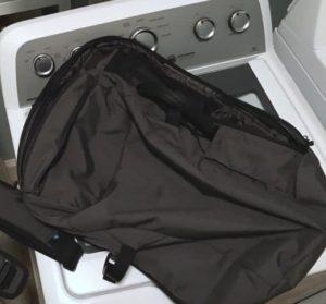 Как стирать школьный рюкзак в стиральной машине?
