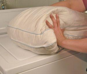 Можно ли стирать подушку из верблюжьей шерсти в стиральной машине?