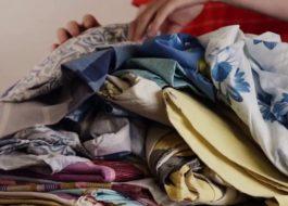 Сколько комплектов постельного белья можно загружать в стиральную машину?