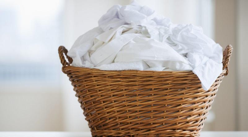 не держите грязное пастельное белье в корзине