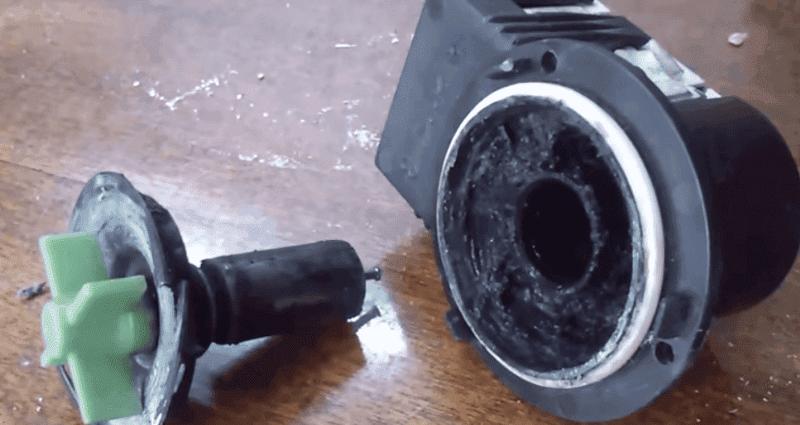 очищаем сливной насос