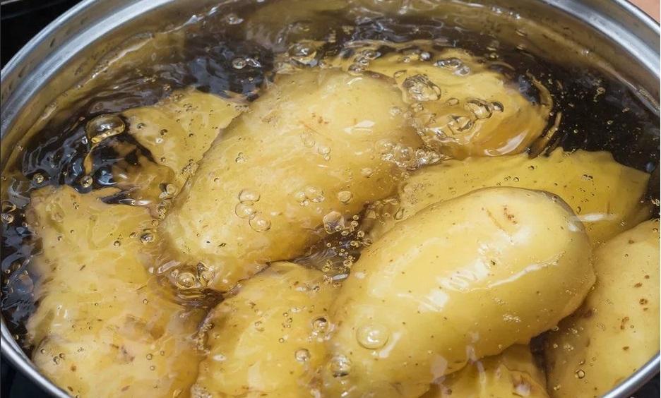 подготовьте отвар картофеля