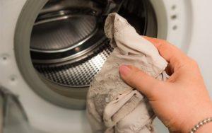 Можно ли стирать только одну вещь в стиральной машине