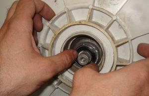 Замена сальника на стиральной машине Занусси