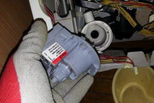 Как поменять помпу стиральной машины Electrolux?