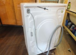 Как установить стиральную машину Канди?