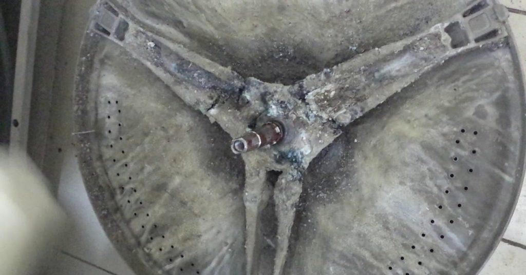 повреждена силуминовая крестовина Электролюкс