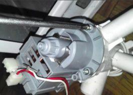 Как поменять сливной насос стиральной машины Whirlpool?