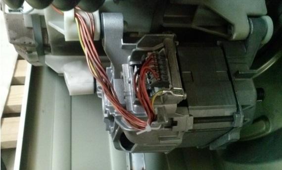 снимаем двигатель машинки Сименс