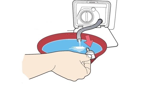 слейте воду из стиральной машины
