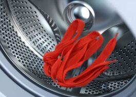 В барабане стиральной машины застрял шнурок