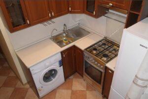 Как разместить на маленькой кухне холодильник и стиральную машину