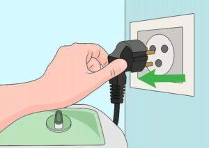 Нужно ли отключать стиральную машину после стирки из розетки