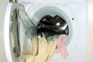 Почему не полоскает и не отжимает стиральная машина?